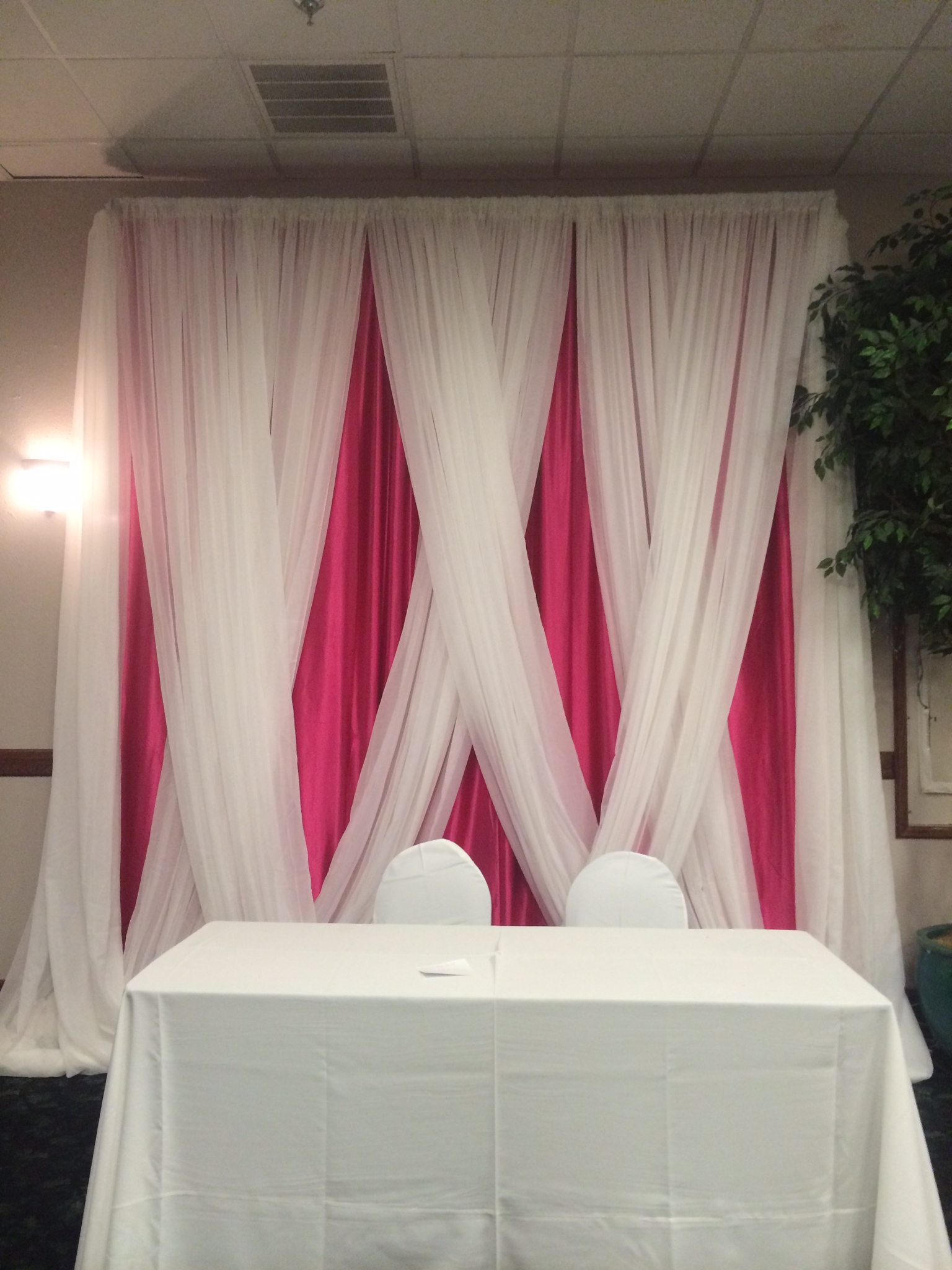 Rich Fabric Provides A Splash Of Style And Color Perfect For Weddings Receptions