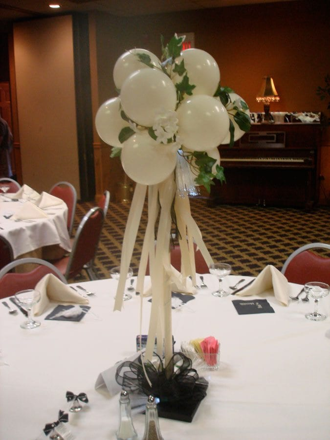Elegant balloon centerpiece wedding ideas pinterest for Balloon decoration ideas for weddings